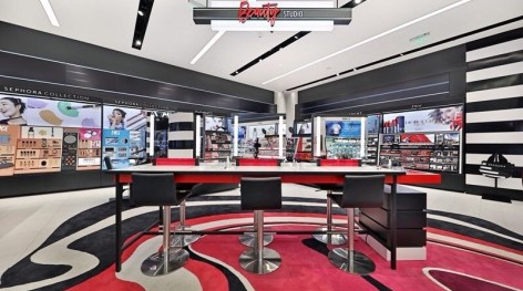 Asia's first SEPHORA concept store has settled in Shanghai featuring of intelligence, immersion and fully stocked: will it become a new future for the beauty retail industry?